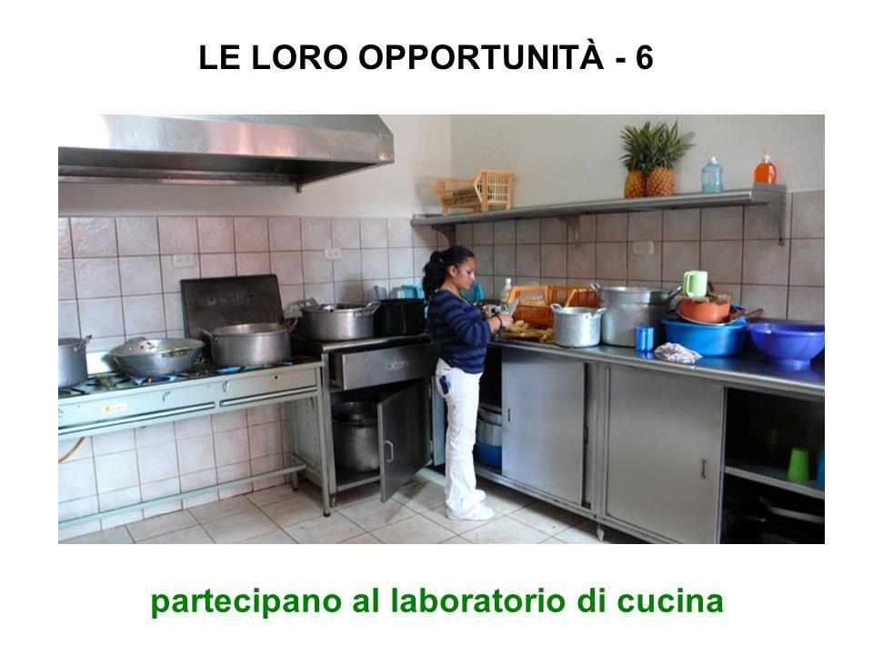 partecipano al laboratorio di cucina