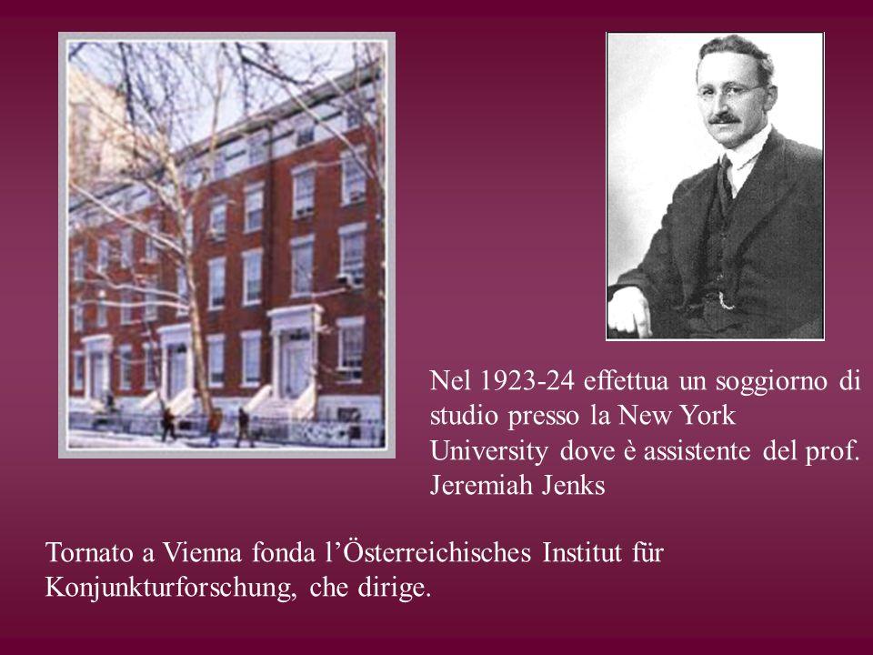 Nel 1923-24 effettua un soggiorno di studio presso la New York University dove è assistente del prof. Jeremiah Jenks