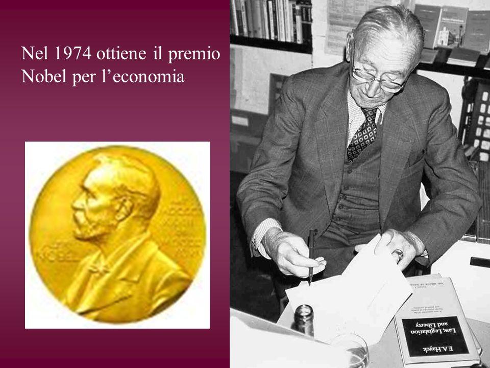 Nel 1974 ottiene il premio Nobel per l'economia