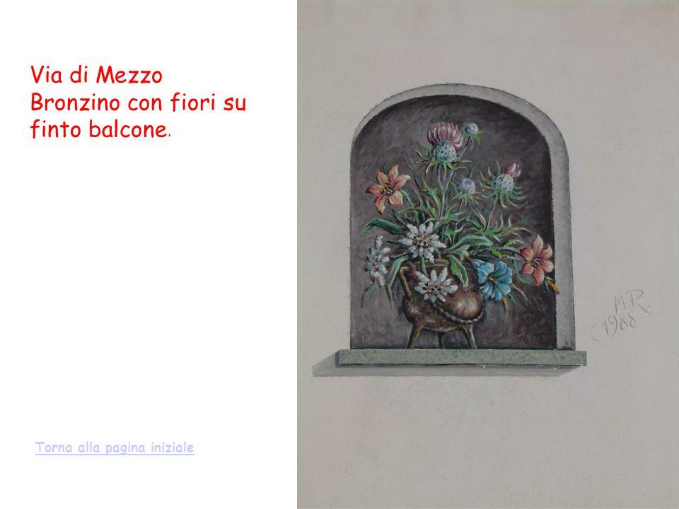 Via di Mezzo Bronzino con fiori su finto balcone.