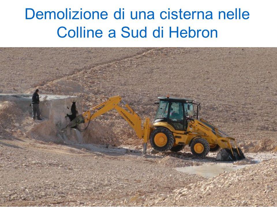 Demolizione di una cisterna nelle Colline a Sud di Hebron