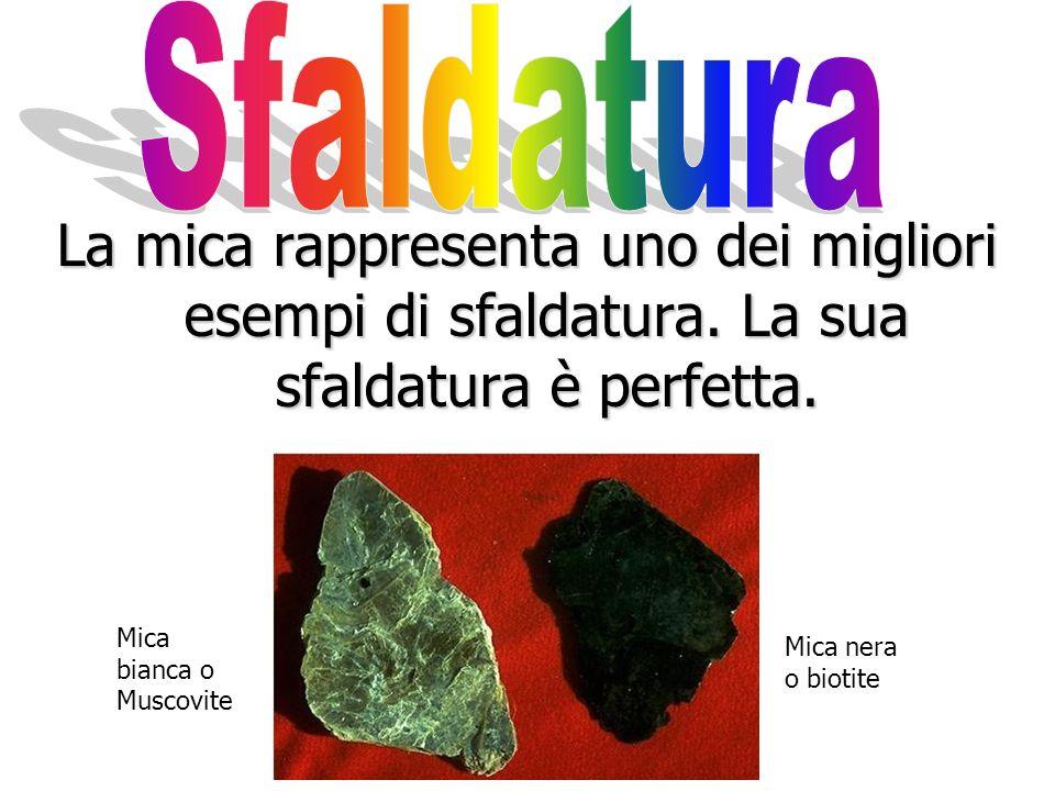 Sfaldatura La mica rappresenta uno dei migliori esempi di sfaldatura. La sua sfaldatura è perfetta.