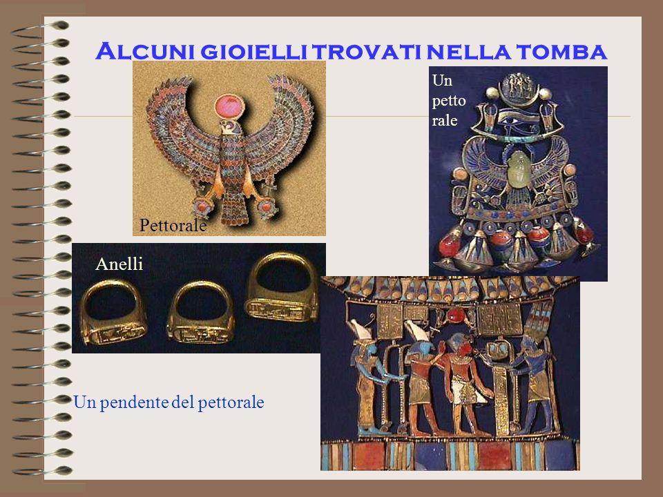 Alcuni gioielli trovati nella tomba