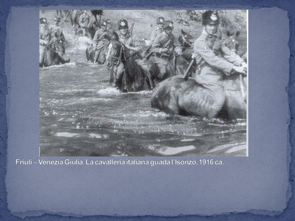 Friuli – Venezia Giulia. La cavalleria italiana guada l'Isonzo, 1916 ca.