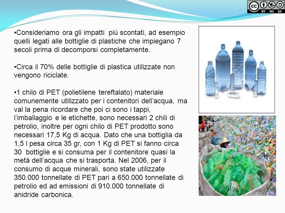 Consideriamo ora gli impatti più scontati, ad esempio quelli legati alle bottiglie di plastiche che impiegano 7 secoli prima di decomporsi completamente.