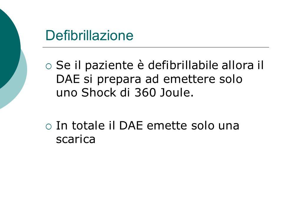 Defibrillazione Se il paziente è defibrillabile allora il DAE si prepara ad emettere solo uno Shock di 360 Joule.