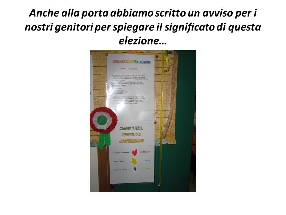 Anche alla porta abbiamo scritto un avviso per i nostri genitori per spiegare il significato di questa elezione…