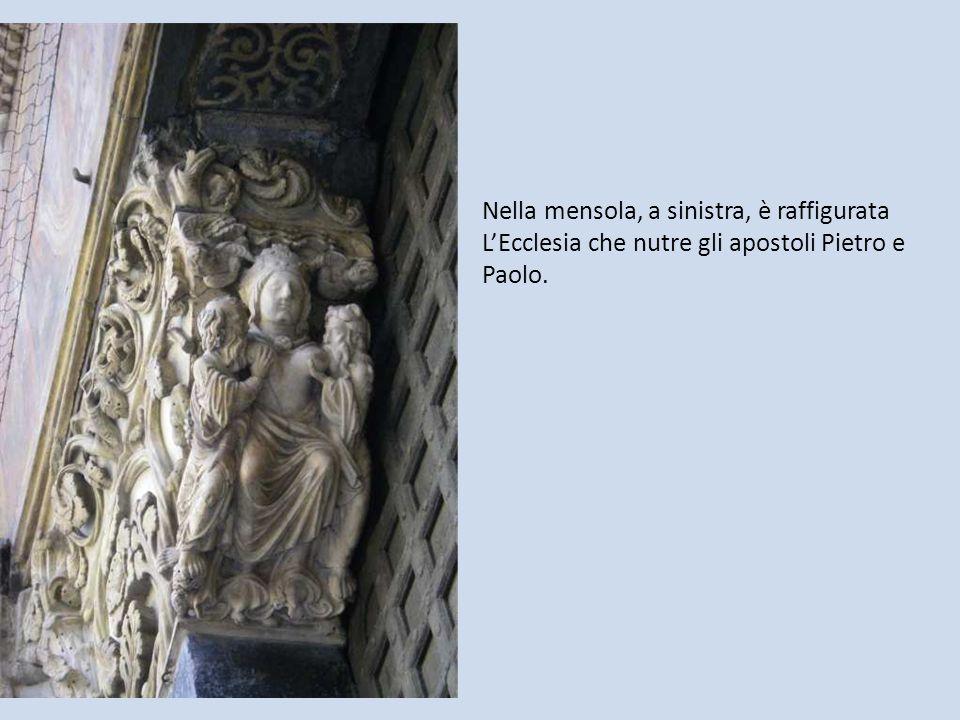Nella mensola, a sinistra, è raffigurata L'Ecclesia che nutre gli apostoli Pietro e Paolo.