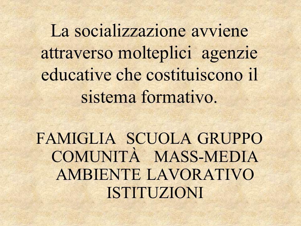 La socializzazione avviene attraverso molteplici agenzie educative che costituiscono il sistema formativo.