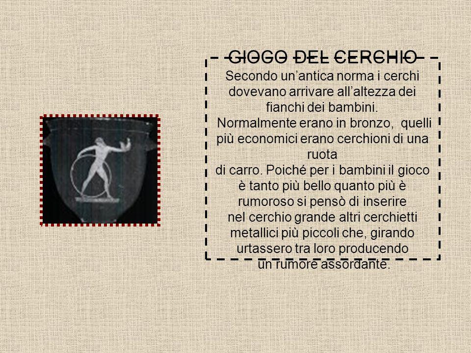 GIOCO DEL CERCHIO Secondo un'antica norma i cerchi dovevano arrivare all'altezza dei fianchi dei bambini.