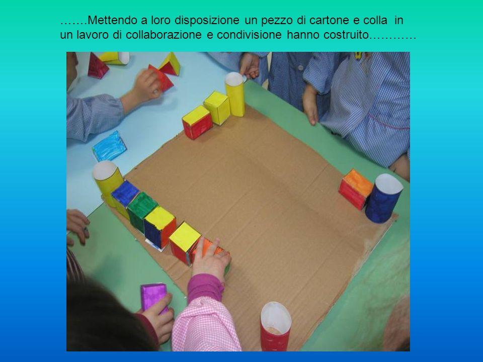 …….Mettendo a loro disposizione un pezzo di cartone e colla in un lavoro di collaborazione e condivisione hanno costruito…………