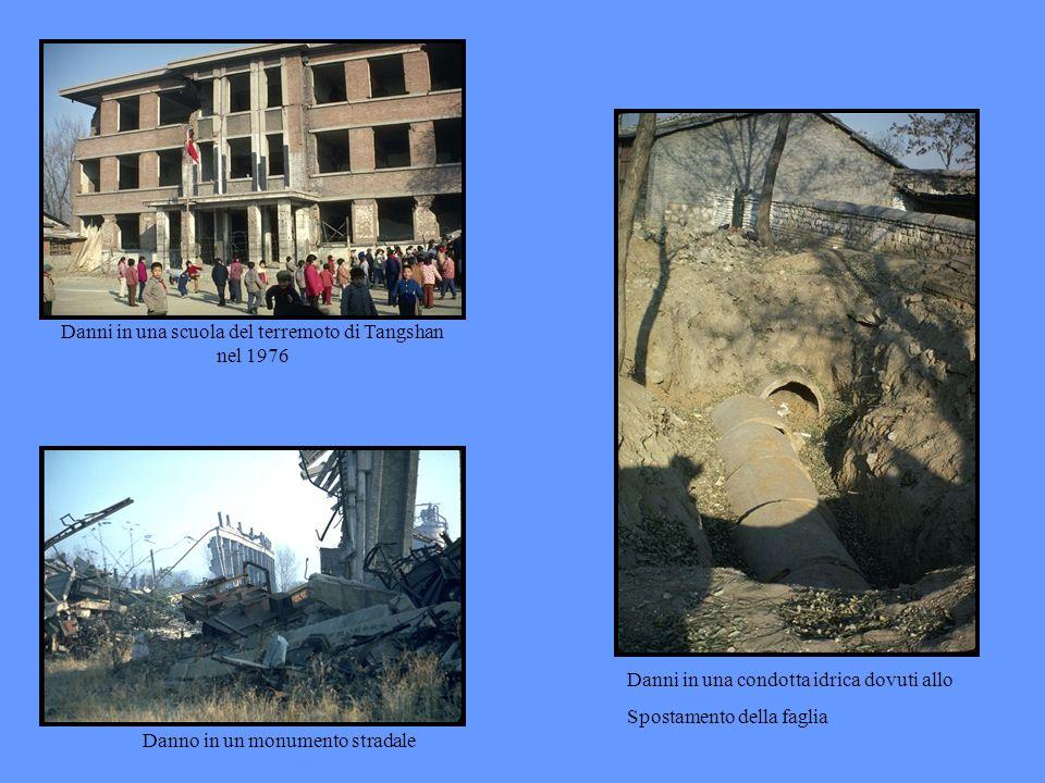 Danni in una scuola del terremoto di Tangshan nel 1976