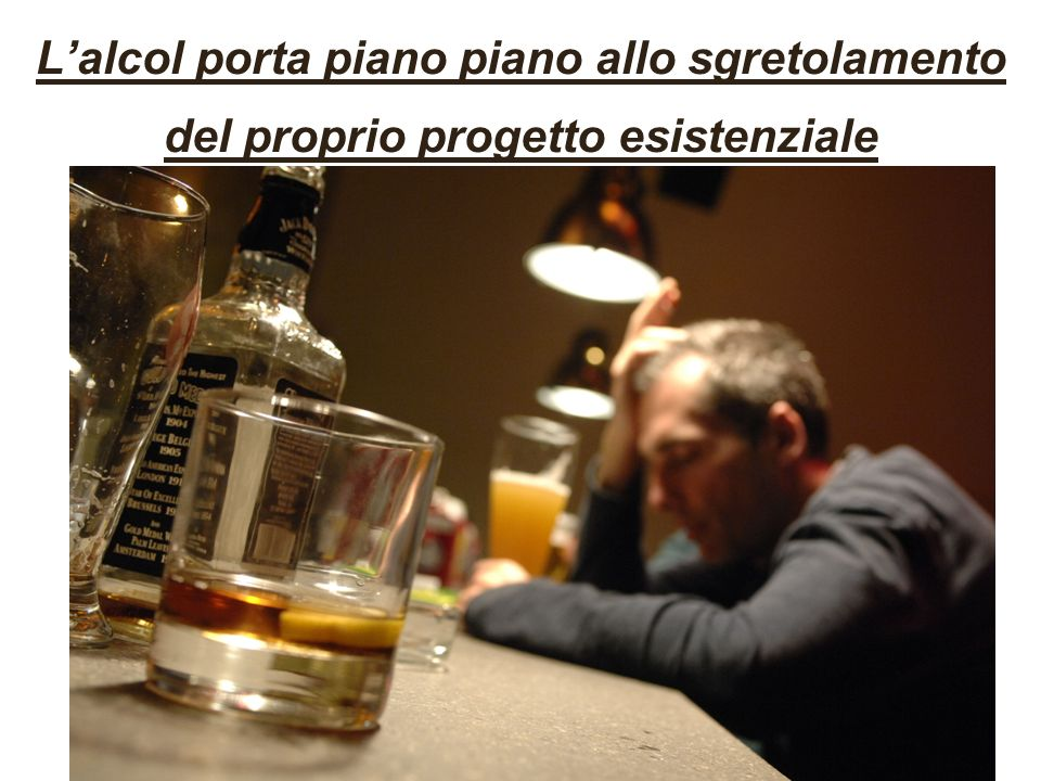 L'alcol porta piano piano allo sgretolamento del proprio progetto esistenziale