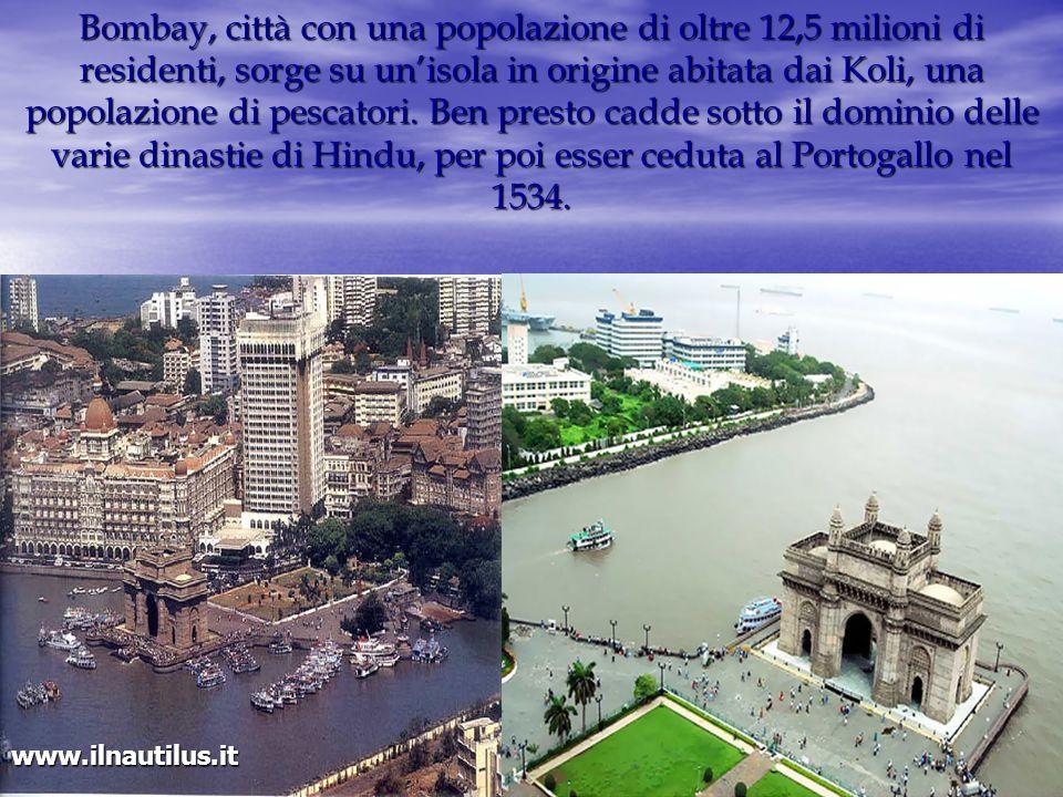 Bombay, città con una popolazione di oltre 12,5 milioni di residenti, sorge su un'isola in origine abitata dai Koli, una popolazione di pescatori. Ben presto cadde sotto il dominio delle varie dinastie di Hindu, per poi esser ceduta al Portogallo nel 1534.