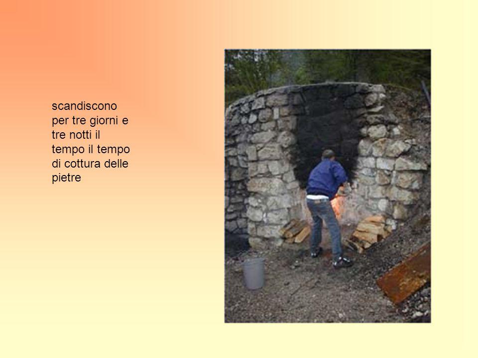 scandiscono per tre giorni e tre notti il tempo il tempo di cottura delle pietre