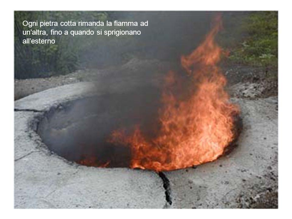 Ogni pietra cotta rimanda la fiamma ad un'altra, fino a quando si sprigionano all'esterno