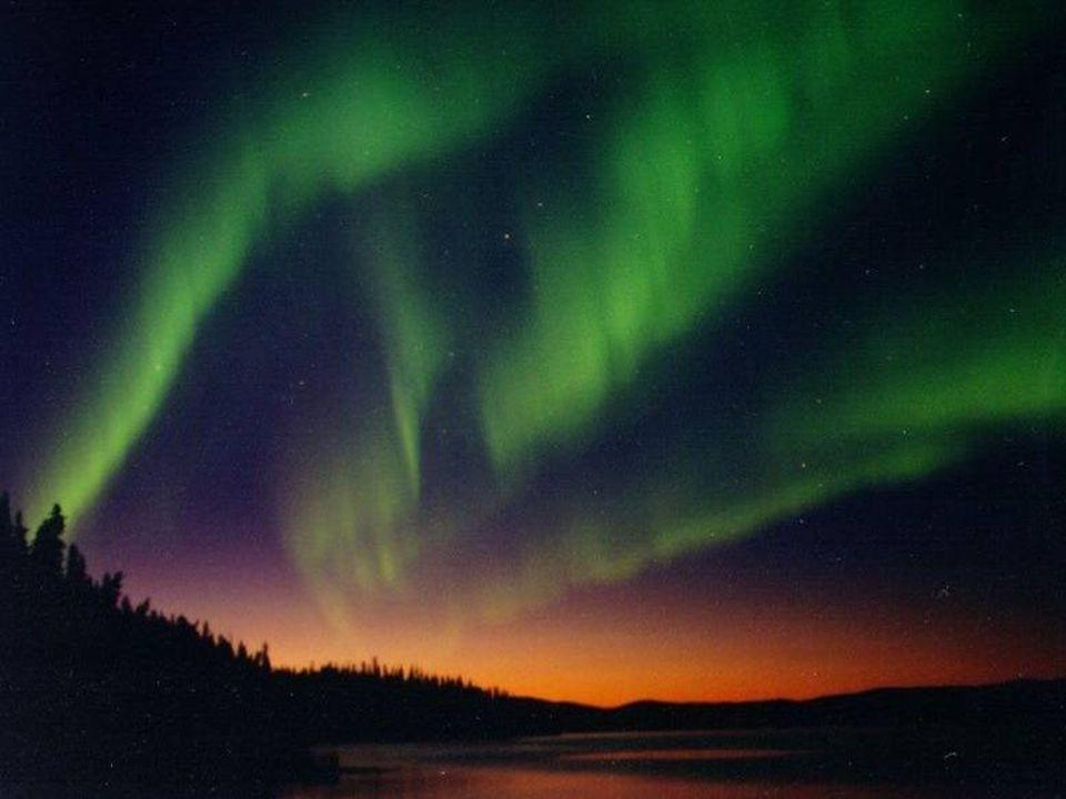 Il vento solare E' costituito da un flusso continuo di particelle ionizzate emesse dal Sole, che si disperdono in ogni direzione.