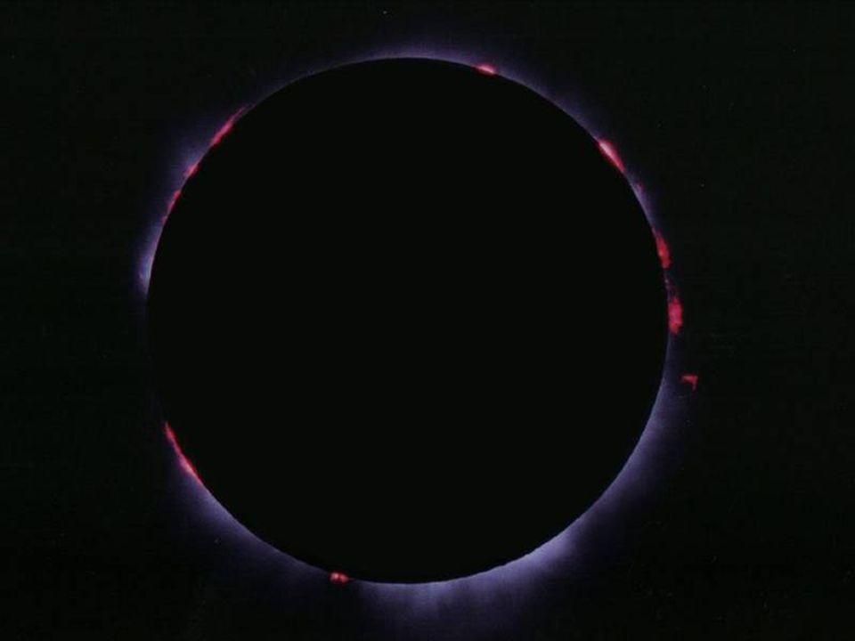 Le protuberanze La superficie del Sole è scossa da violente esplosioni che eiettano plasma solare a distanze enormi, anche ad oltre 200.000 km.