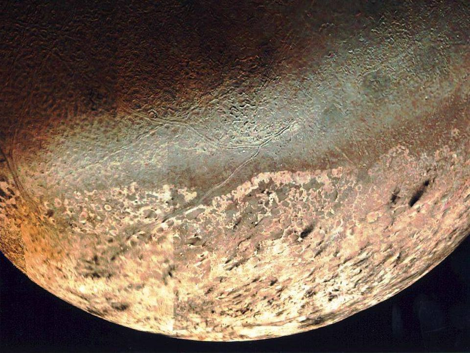 Lune ed anelli Anche attorno a Nettuno la sonda Voyager 2 ha individuato la presenza di anelli, sebbene molto sottili e deboli.