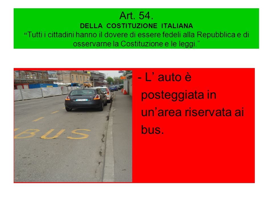 - L' auto è posteggiata in un'area riservata ai bus.