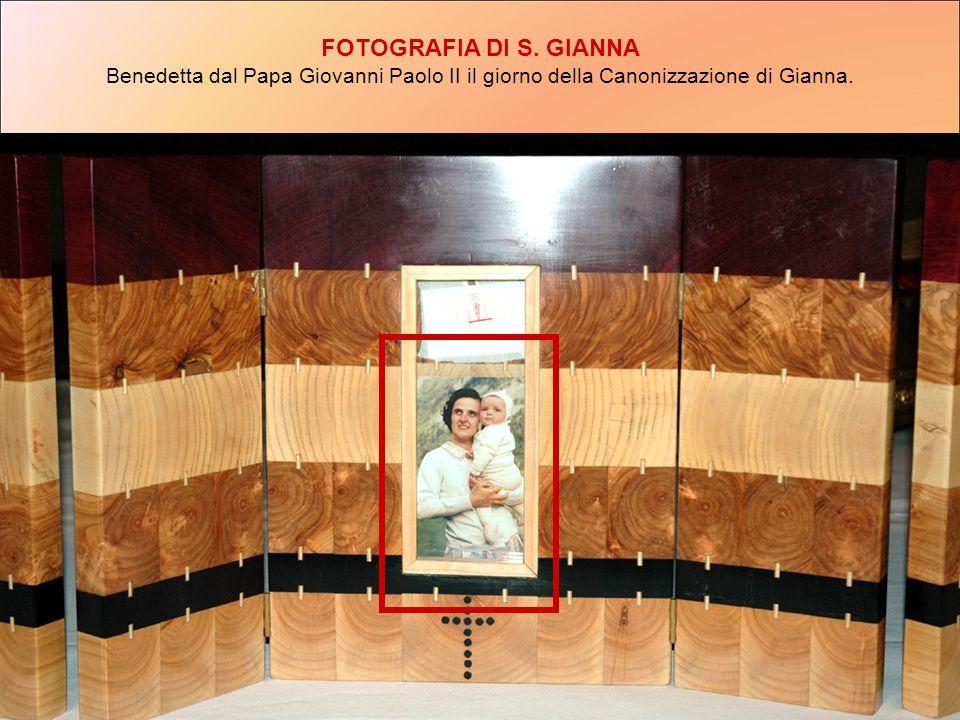 FOTOGRAFIA DI S. GIANNA Benedetta dal Papa Giovanni Paolo II il giorno della Canonizzazione di Gianna.