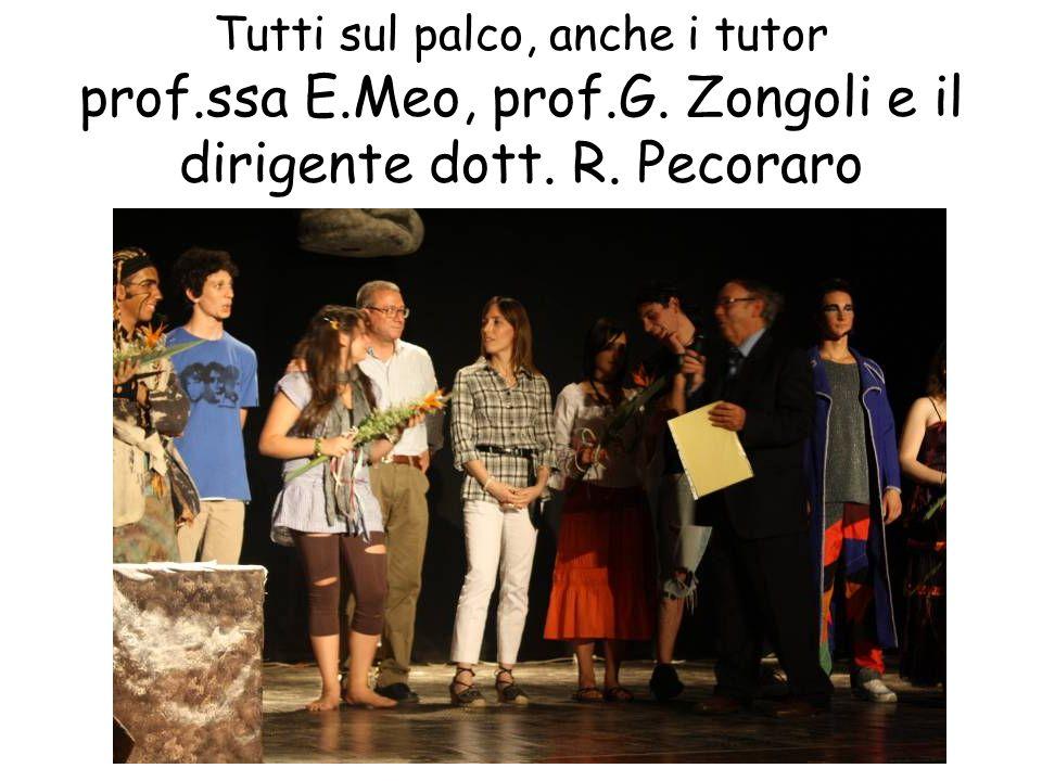 Tutti sul palco, anche i tutor prof. ssa E. Meo, prof. G
