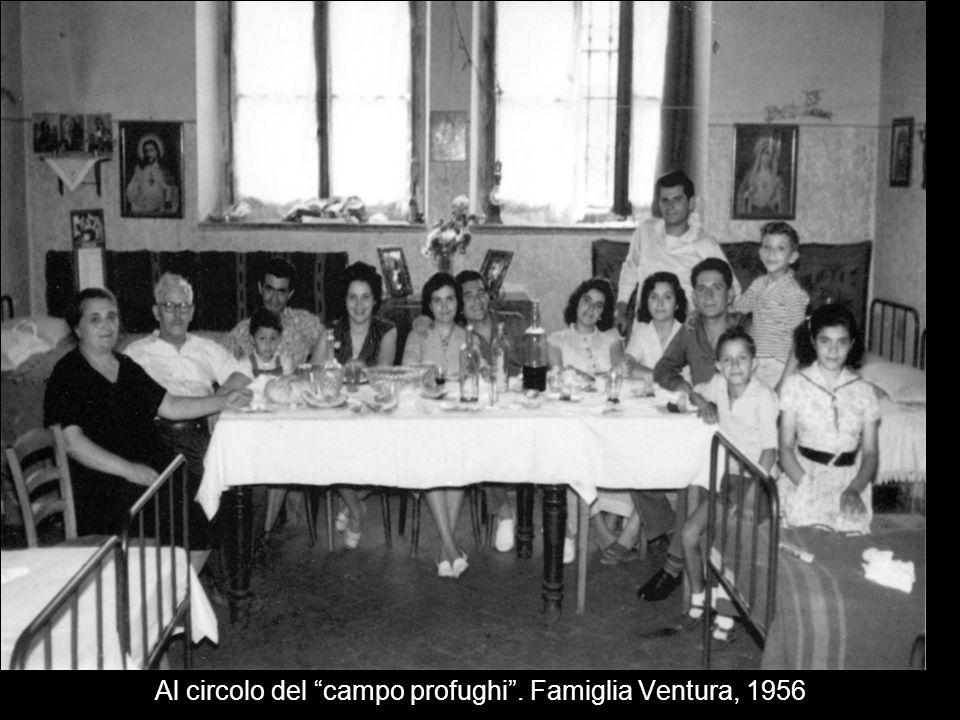 Al circolo del campo profughi . Famiglia Ventura, 1956