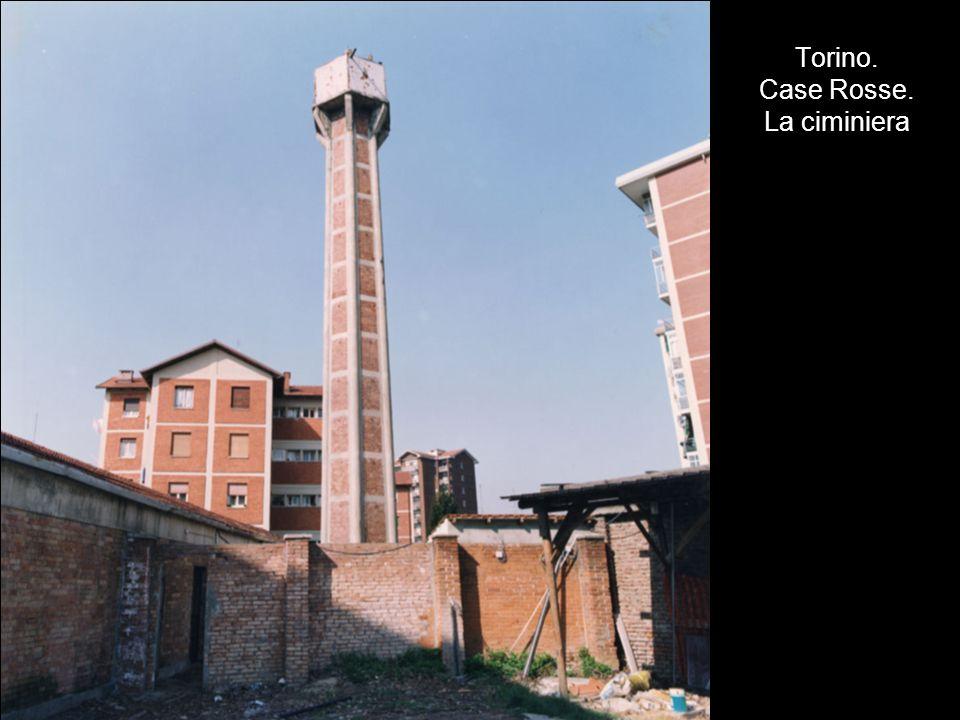 Torino. Case Rosse. La ciminiera