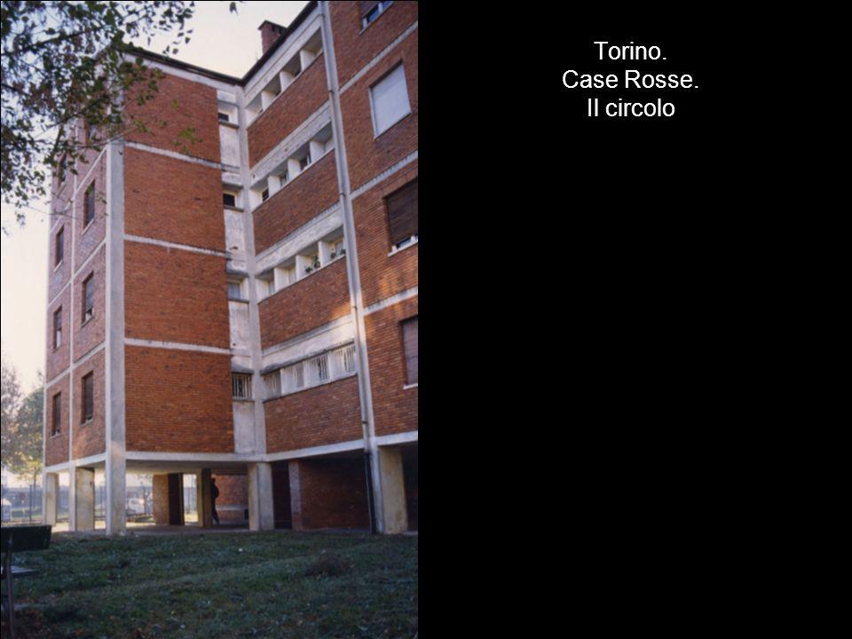 Torino. Case Rosse. Il circolo