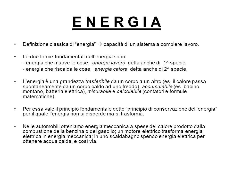 E N E R G I A Definizione classica di energia  capacità di un sistema a compiere lavoro. Le due forme fondamentali dell'energia sono: