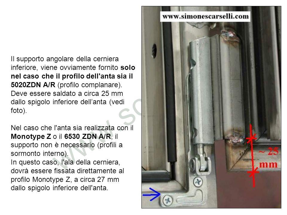 Il supporto angolare della cerniera inferiore, viene ovviamente fornito solo nel caso che il profilo dell anta sia il 5020ZDN A/R (profilo complanare). Deve essere saldato a circa 25 mm dallo spigolo inferiore dell'anta (vedi foto).