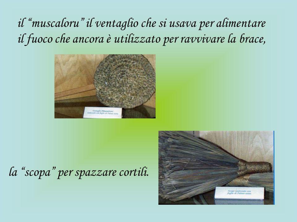 il muscaloru il ventaglio che si usava per alimentare il fuoco che ancora è utilizzato per ravvivare la brace,
