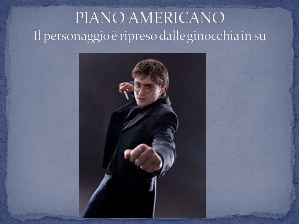 PIANO AMERICANO Il personaggio è ripreso dalle ginocchia in su