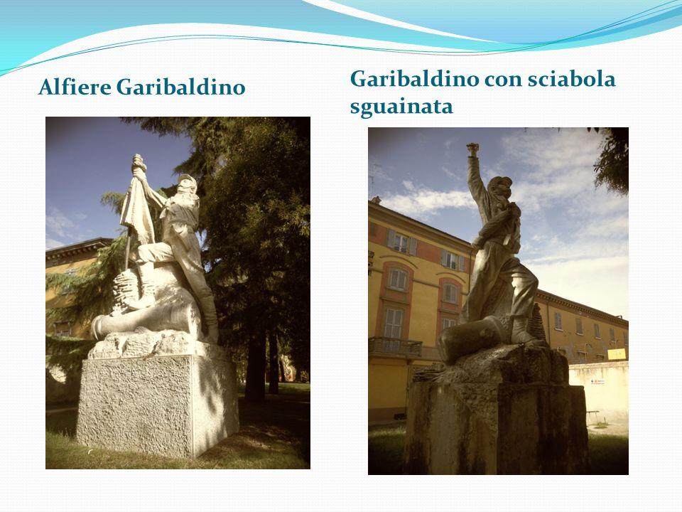 Alfiere Garibaldino Garibaldino con sciabola sguainata
