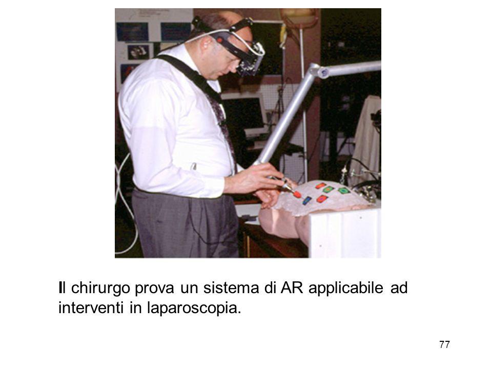 Il chirurgo prova un sistema di AR applicabile ad interventi in laparoscopia.
