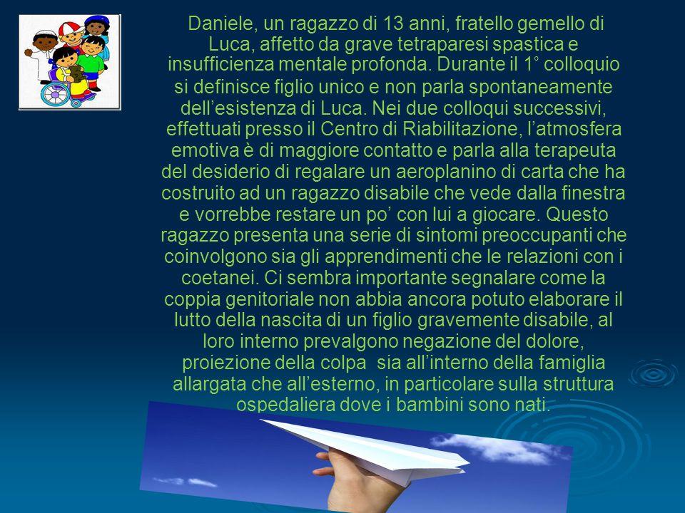 Daniele, un ragazzo di 13 anni, fratello gemello di Luca, affetto da grave tetraparesi spastica e insufficienza mentale profonda.