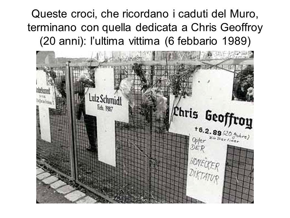 Queste croci, che ricordano i caduti del Muro, terminano con quella dedicata a Chris Geoffroy (20 anni): l'ultima vittima (6 febbario 1989)