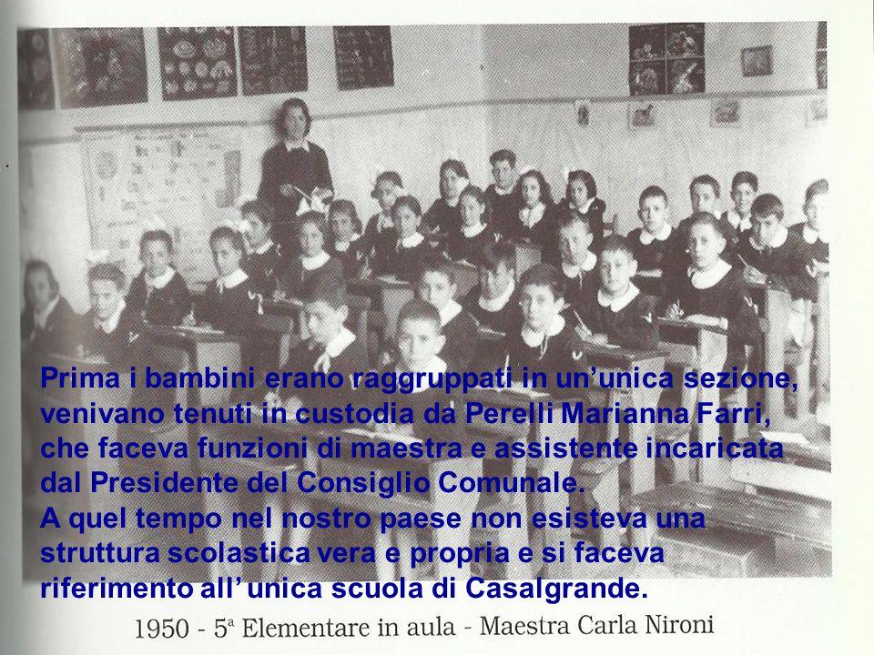Prima i bambini erano raggruppati in un'unica sezione, venivano tenuti in custodia da Perelli Marianna Farri, che faceva funzioni di maestra e assistente incaricata dal Presidente del Consiglio Comunale.