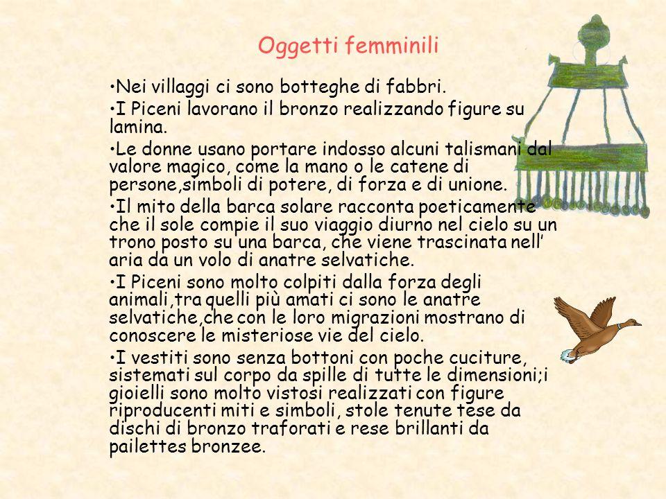 Oggetti femminili Nei villaggi ci sono botteghe di fabbri.