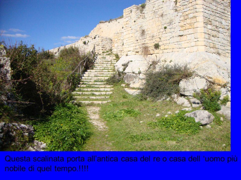 Questa scalinata porta all'antica casa del re o casa dell 'uomo più nobile di quel tempo.!!!!