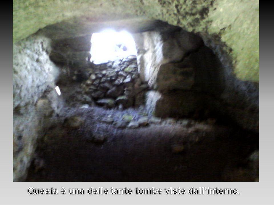 Questa è una delle tante tombe viste dall'interno.