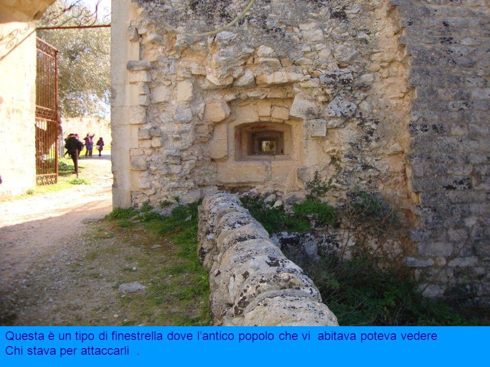 Questa è un tipo di finestrella dove l'antico popolo che vi abitava poteva vedere
