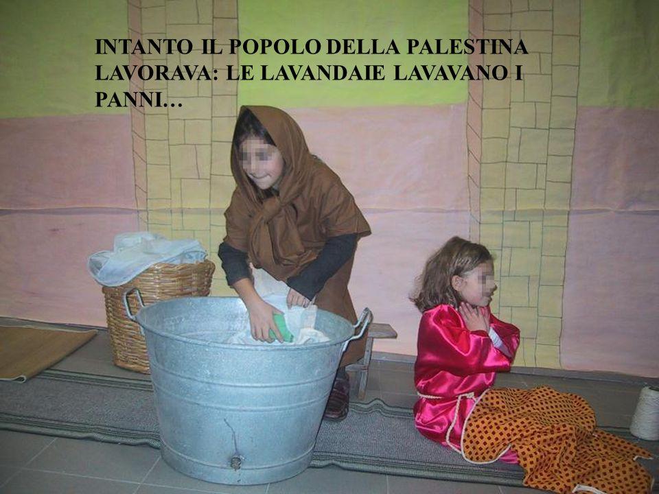 INTANTO IL POPOLO DELLA PALESTINA LAVORAVA: LE LAVANDAIE LAVAVANO I PANNI…