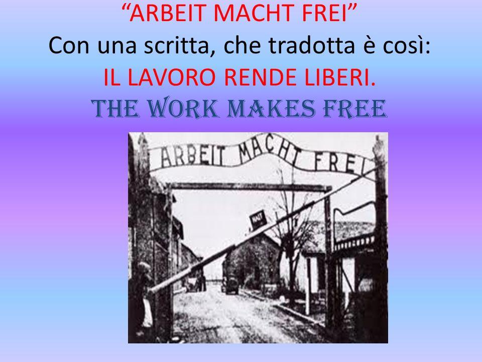 ARBEIT MACHT FREI Con una scritta, che tradotta è così: IL LAVORO RENDE LIBERI.