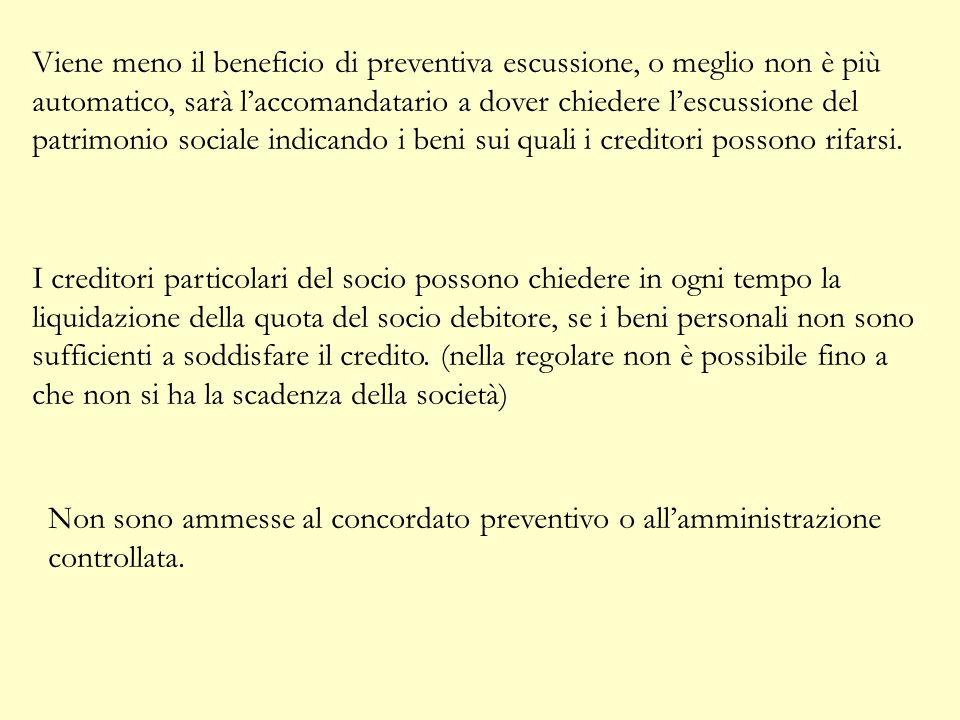 Viene meno il beneficio di preventiva escussione, o meglio non è più automatico, sarà l'accomandatario a dover chiedere l'escussione del patrimonio sociale indicando i beni sui quali i creditori possono rifarsi.