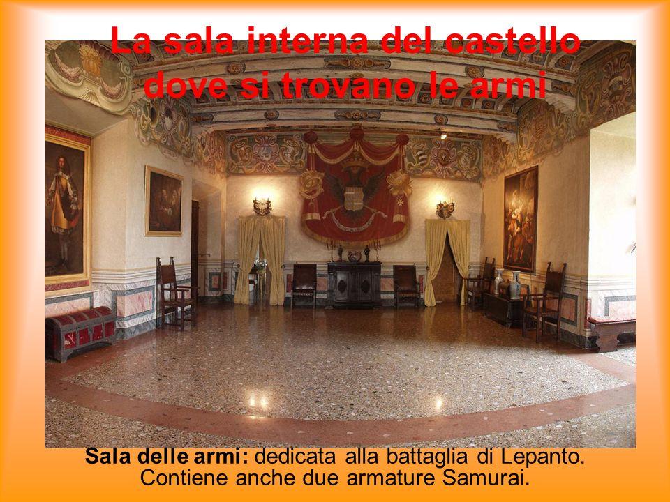 La sala interna del castello dove si trovano le armi