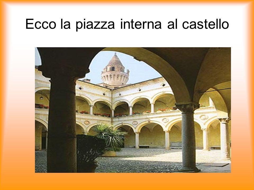 Ecco la piazza interna al castello