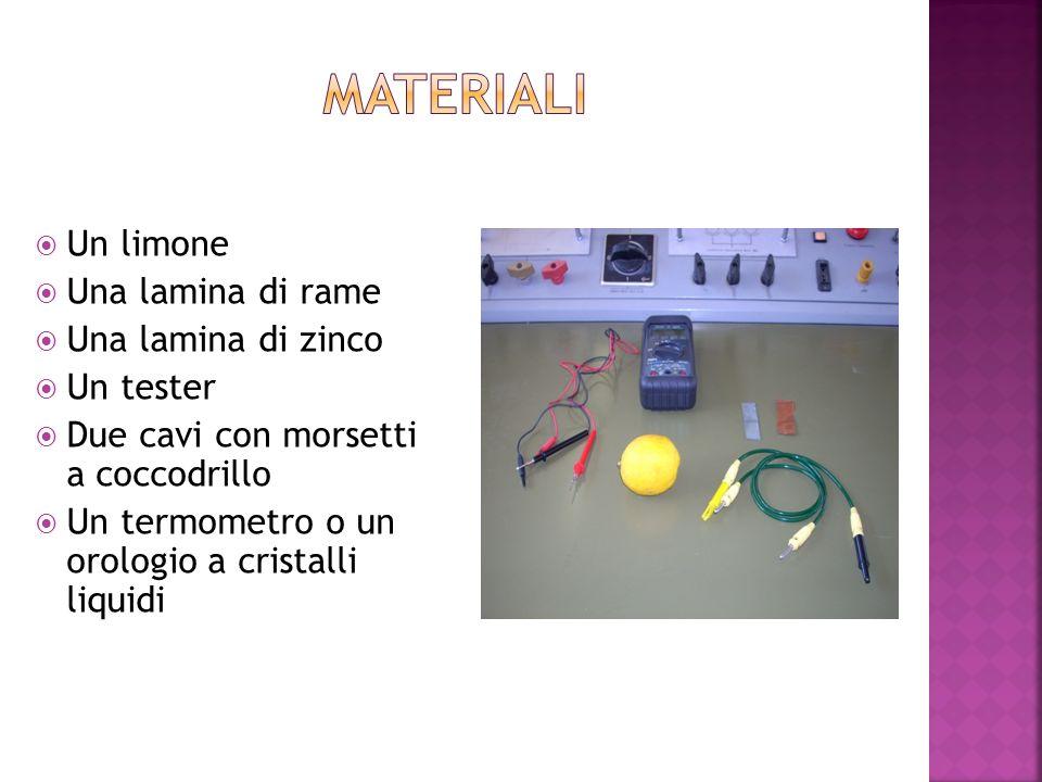 Materiali Un limone Una lamina di rame Una lamina di zinco Un tester