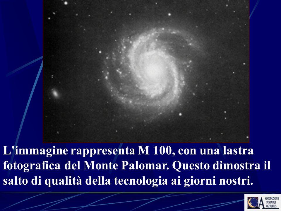 L immagine rappresenta M 100, con una lastra fotografica del Monte Palomar.