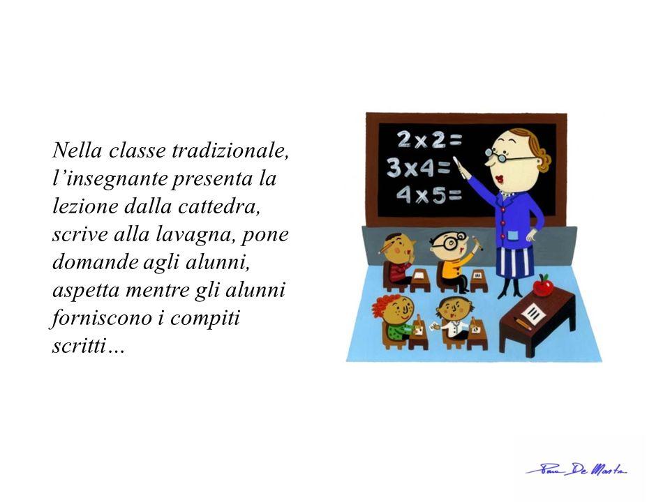 Nella classe tradizionale, l'insegnante presenta la lezione dalla cattedra, scrive alla lavagna, pone domande agli alunni, aspetta mentre gli alunni forniscono i compiti scritti…